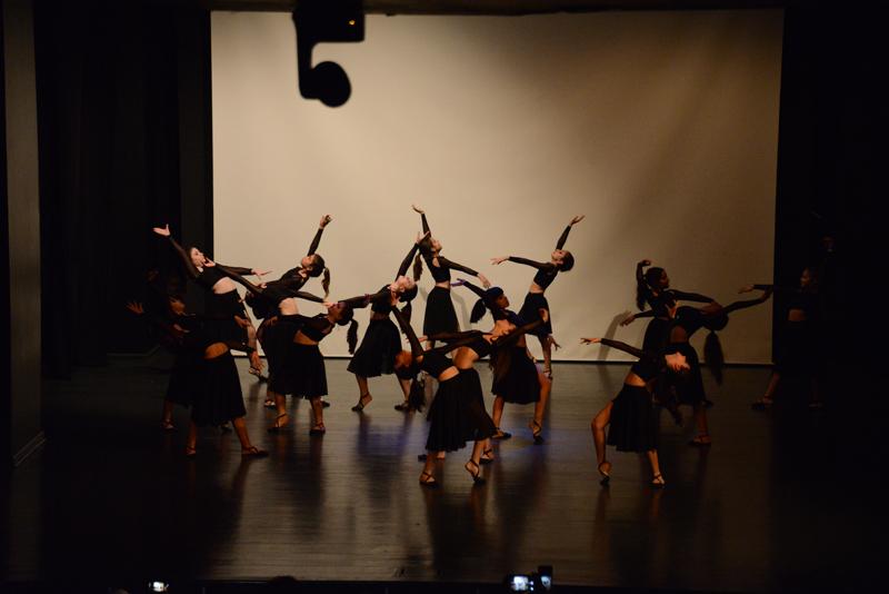 Sözcüklerle Dans, Modern Dans Kulübü gösteri